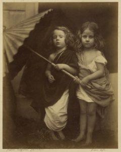 Julia Margaret Cameron, Paul and Virginia, 1864, épreuve sur papier albuminé, 26 x 21 cm © J. Paul Getty Museum